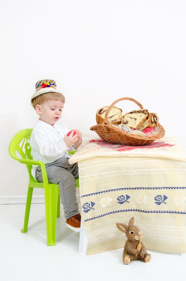 Glückliches Kind Ostern-Anordnung stockfotos