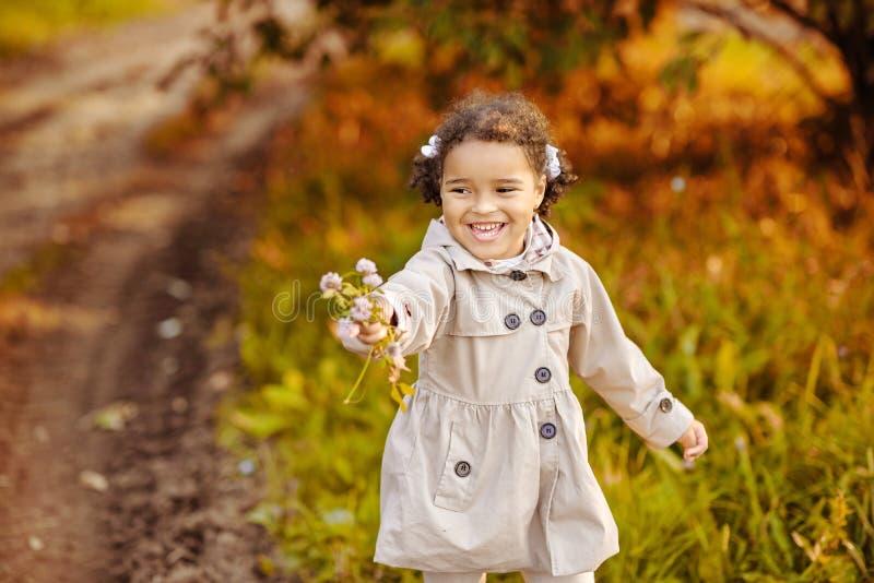 Glückliches kleines Kind, Babylachen stockbilder