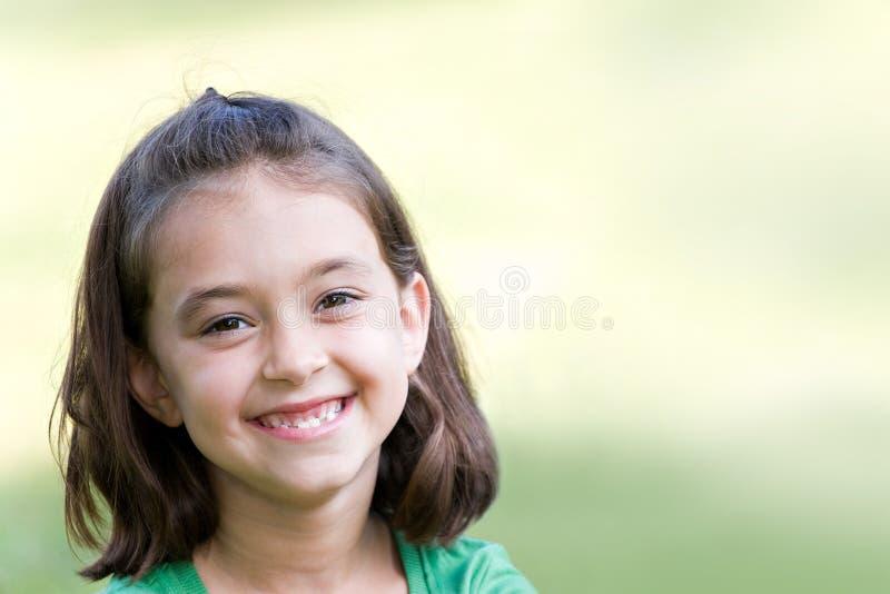 Glückliches kleines Mädchen stockfotografie