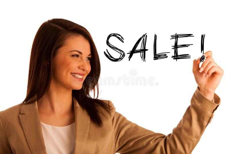 Glückliches lächelndes nettes schönes junges Geschäftsfrauschreiben oder stockfoto
