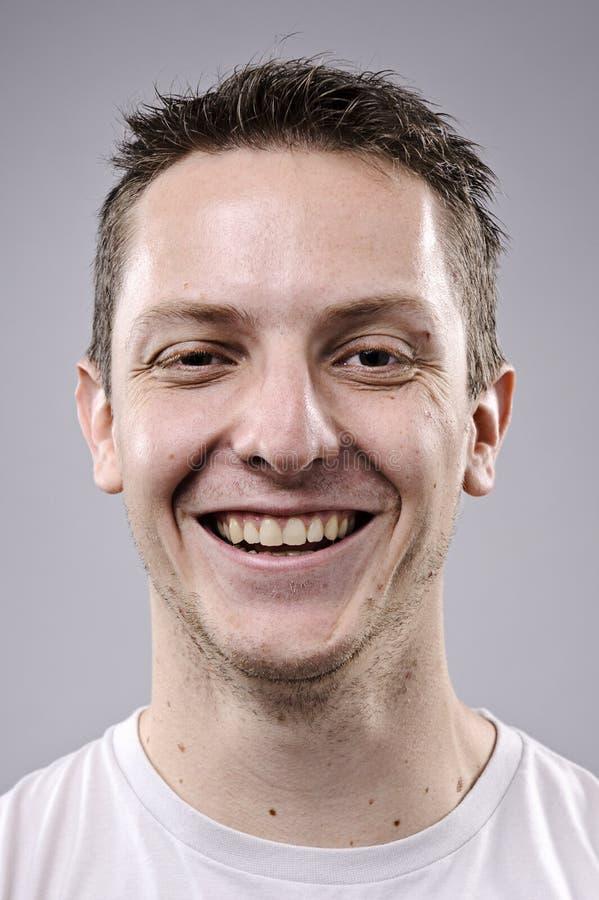 Glückliches lächelndes Portrait stockfoto
