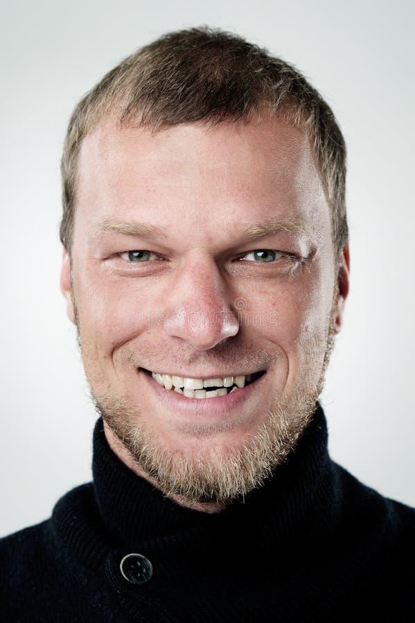Glückliches lächelndes Portrait stockfotografie
