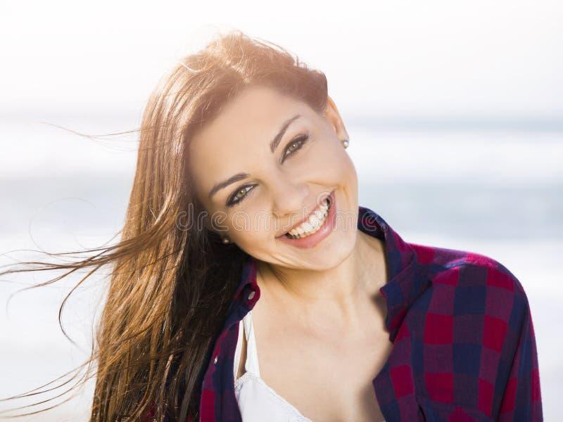 Glückliches Mädchen stockfoto