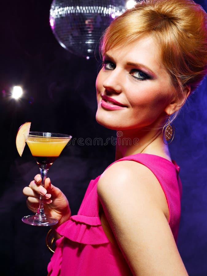 Glückliches Mädchen auf einer Partei lizenzfreie stockbilder