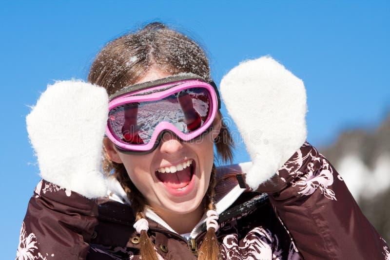 Glückliches Mädchen auf Winterferien stockfotografie