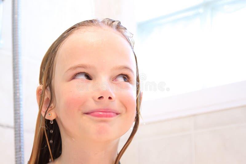 Glückliches Mädchen In Der Dusche Stockbild - Bild von