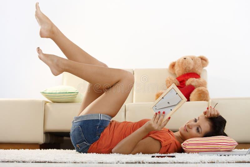 Glückliches Mädchen in der Liebe lizenzfreie stockbilder