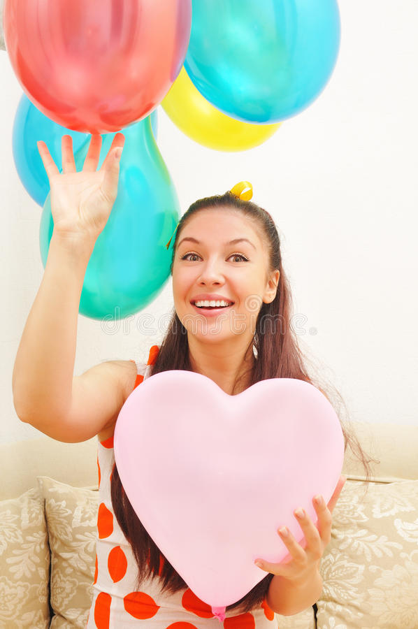 Glückliches Mädchen mit Ballonen lizenzfreies stockbild