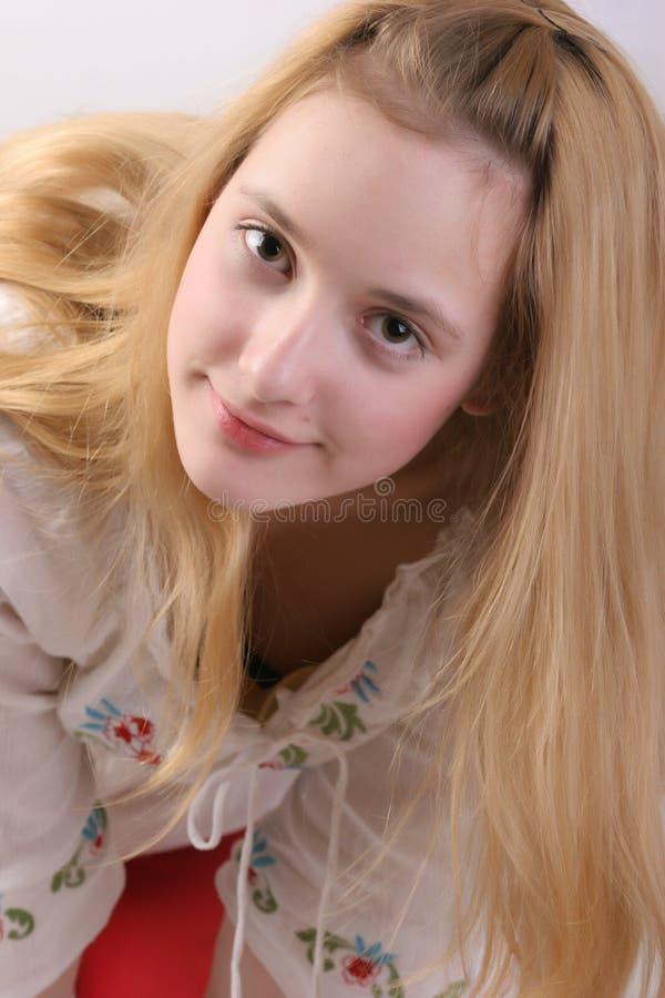 Glückliches Mädchen mit dem blonden Haar stockbilder