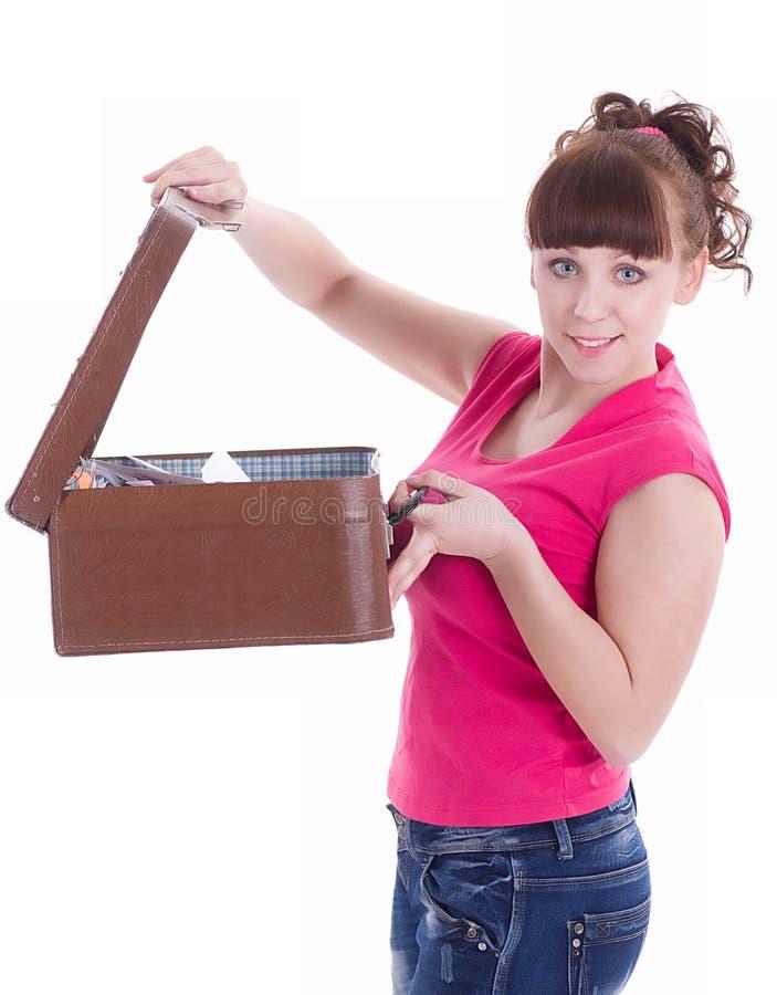 glückliches Mädchen mit einem Koffer stockfotografie