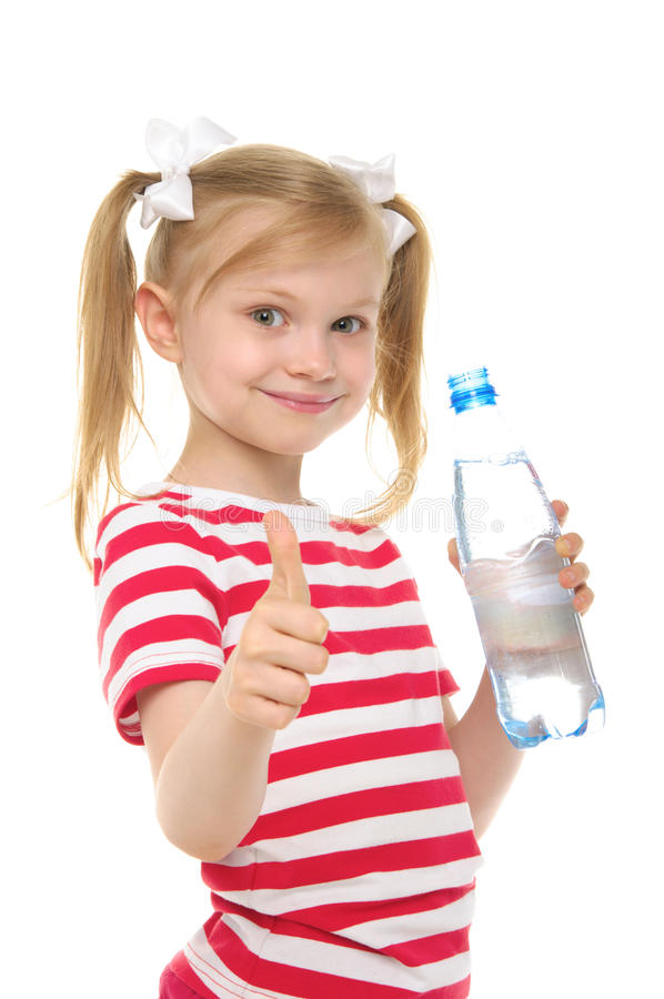 Glückliches Mädchen mit Flasche des Wasserlächelns stockfoto