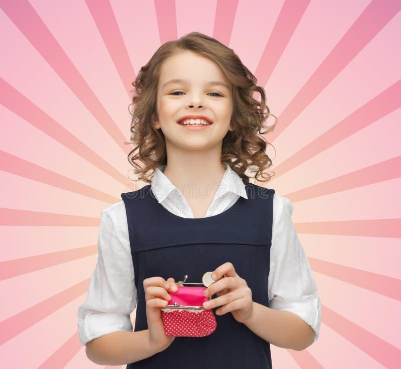 Glückliches Mädchen mit Geldbeutel und Euromünzgeld lizenzfreie stockbilder