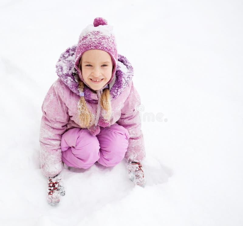 Glückliches Mädchen am Winter stockfoto