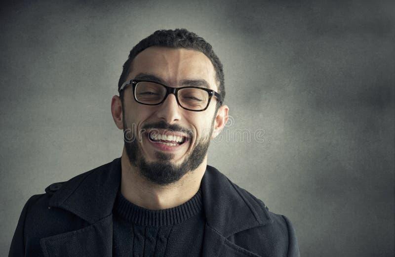 Glückliches Mannlächeln lizenzfreies stockfoto