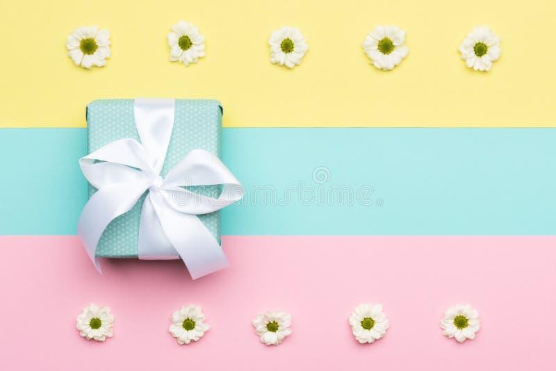 Glückliches Mutter ` s Tag-, Frauen ` s Tag-, Valentinsgruß ` s Tag oder Geburtstags-Pastellsüßigkeit färbt Hintergrund Flache La stock abbildung