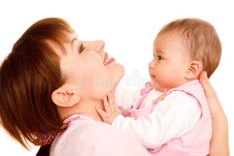 Glückliches Mutterholdingschätzchen stockfotos