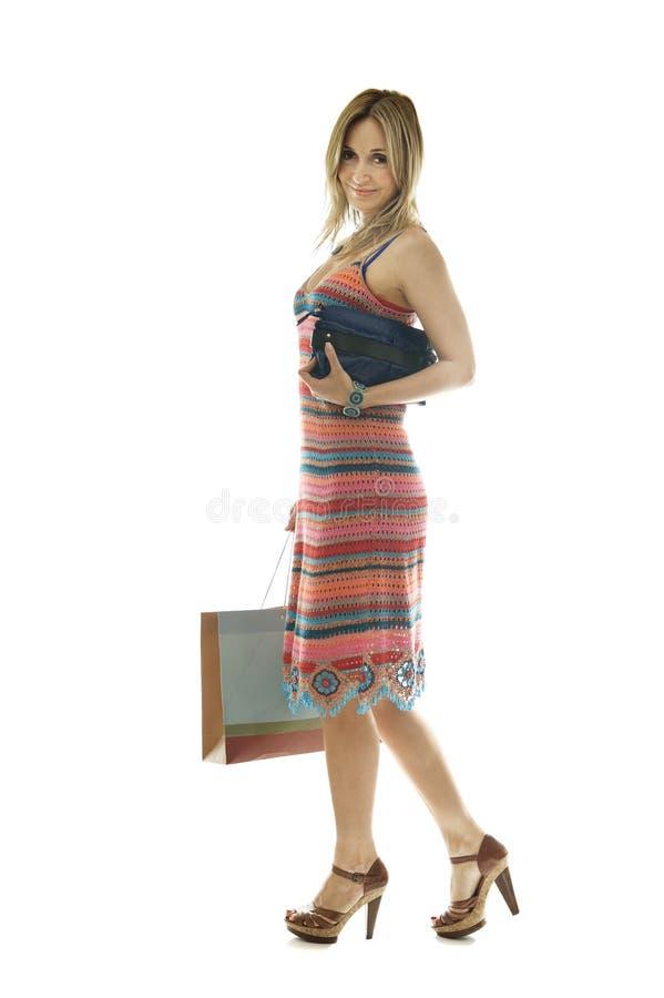 Glückliches nettes Einkaufen der jungen Frau stockfoto