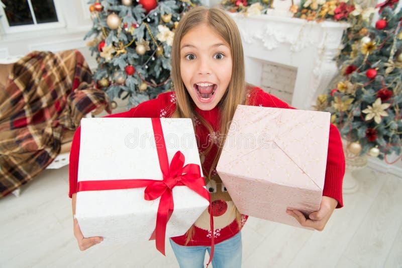 Glückliches neues 2019-jähriges Kind genießen den Feiertag Glückliches neues Jahr Winter Weihnachtson-line-Einkaufen Lokalisiert  lizenzfreies stockbild