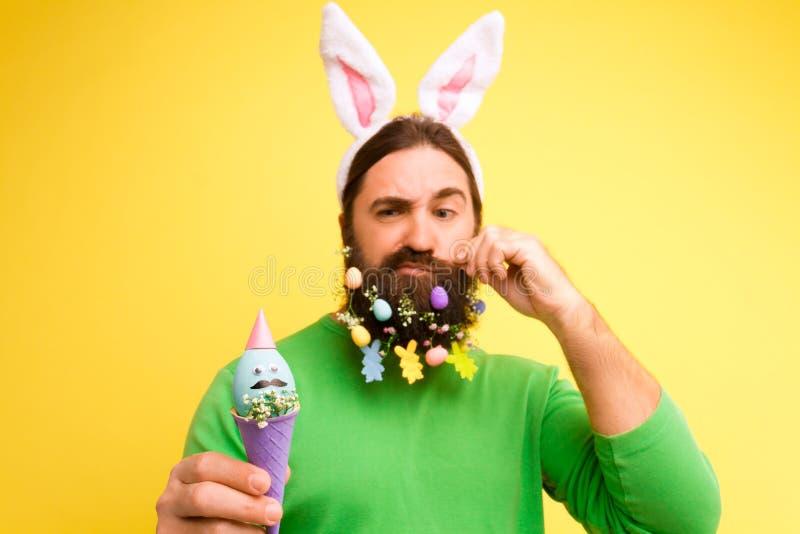 Glückliches Ostern und Frühling ist kommendes Konzept lizenzfreie stockfotografie