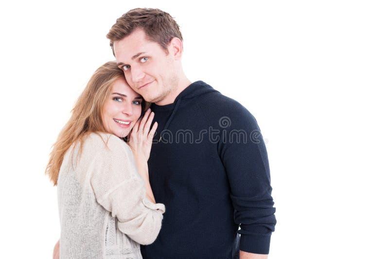 Glückliches Paar, das affektiv aufwirft und ist stockfotos