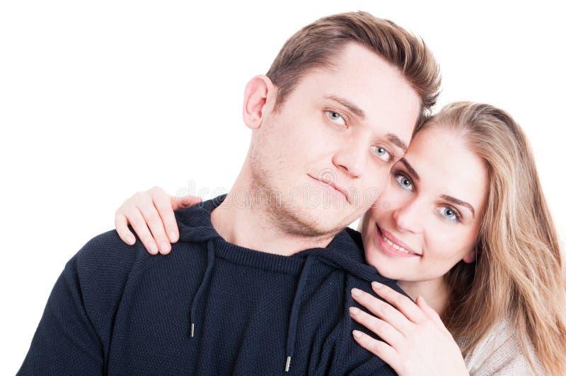 Glückliches Paar, das affektiv aufwirft und ist lizenzfreie stockbilder