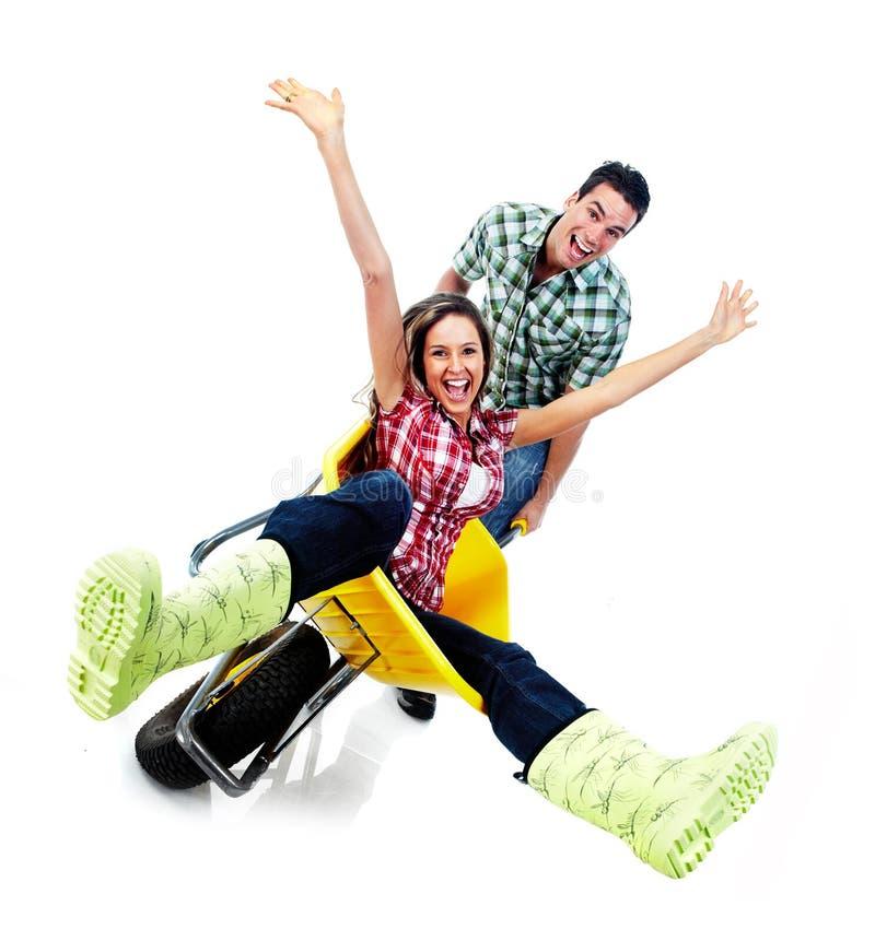 Glückliches Paar und Gartenarbeit lizenzfreies stockfoto