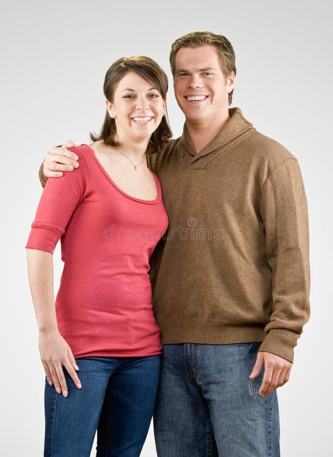 Glückliches Paarumarmen Lizenzfreie Stockbilder