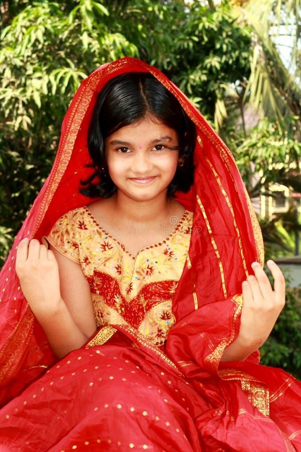 Glückliches Rajasthani Mädchen stockfotografie