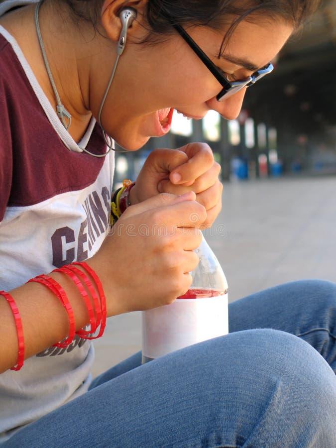 Glückliches Reisen-Mädchen lizenzfreie stockfotografie