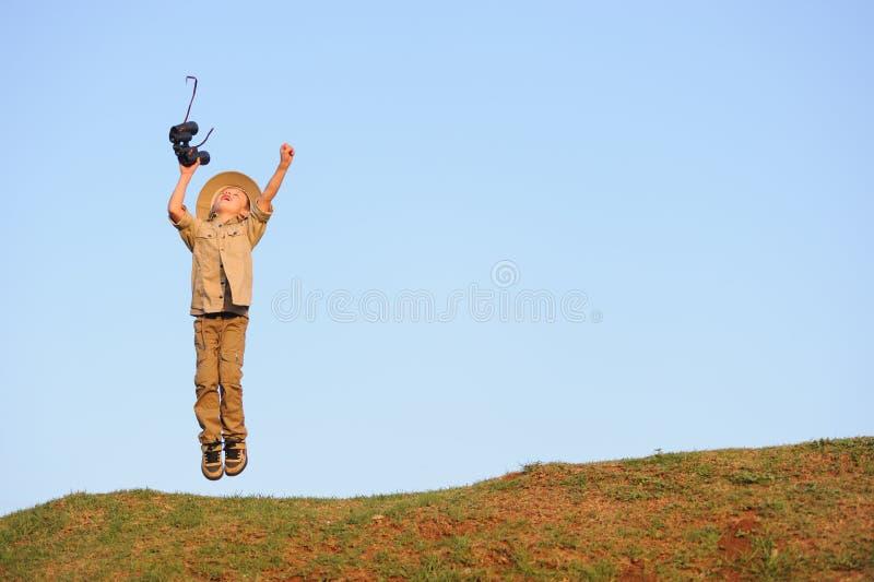 Glückliches Safarikind lizenzfreies stockbild