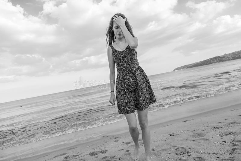 Glückliches schönes Mädchen lizenzfreies stockfoto