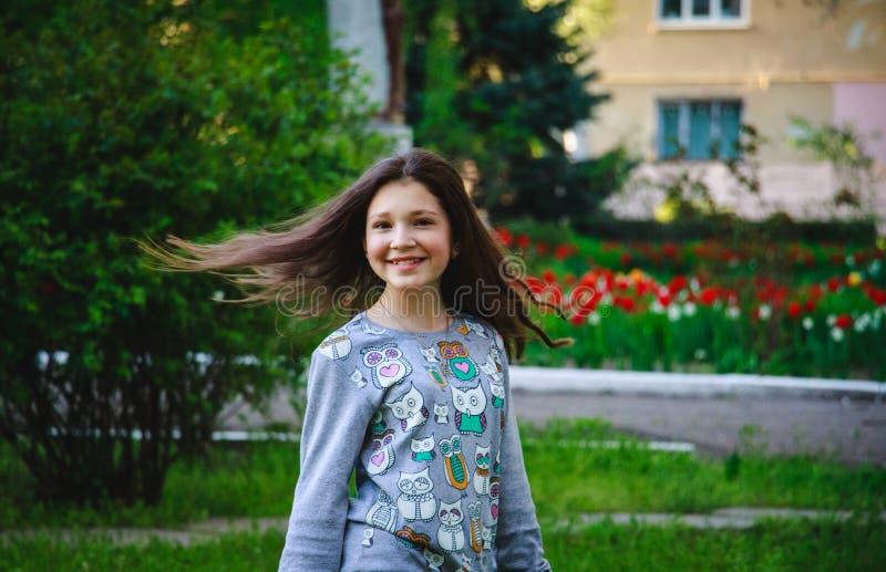 Glückliches schönes Mädchen 2017 lizenzfreie stockfotos