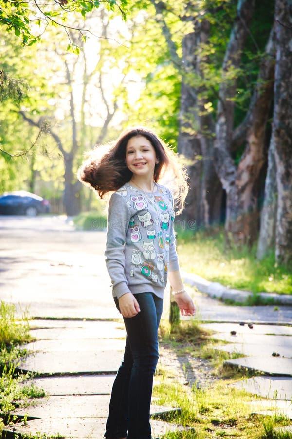 Glückliches schönes Mädchen 2017 stockfotos
