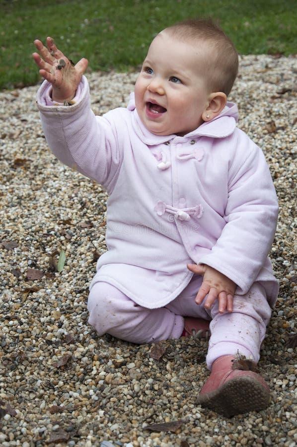 Glückliches schmutziges Kind lizenzfreie stockfotografie