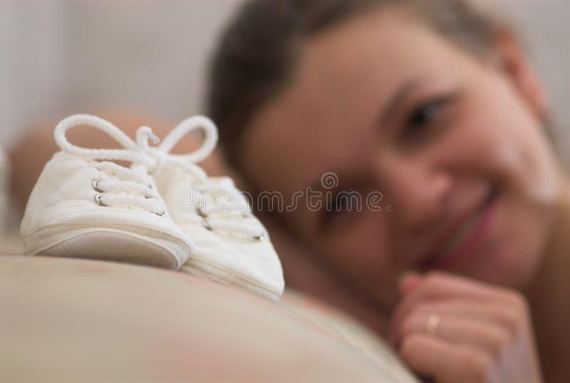 Glückliches schwangeres lizenzfreie stockfotos