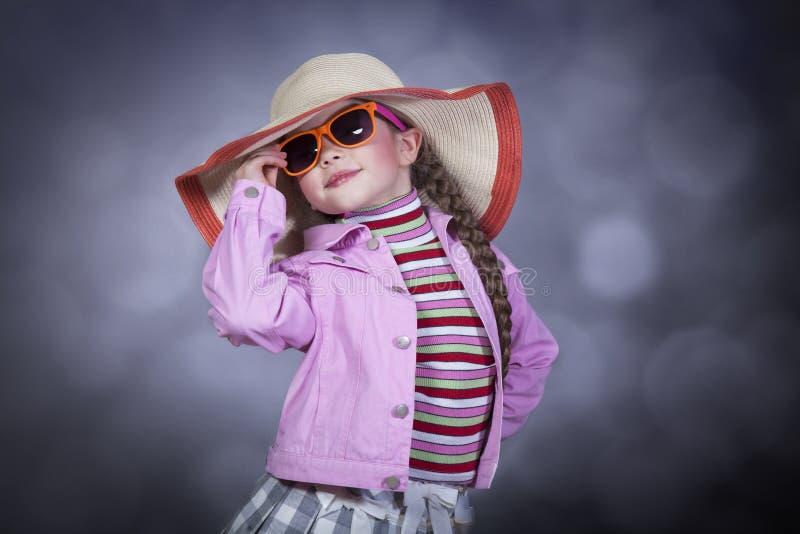 Glückliches sommerliches Mädchen lizenzfreies stockbild