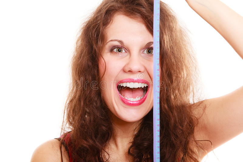 Glückliches Sporteignungs-Frauenmädchen mit dem Maßband lokalisiert Diät lizenzfreies stockfoto