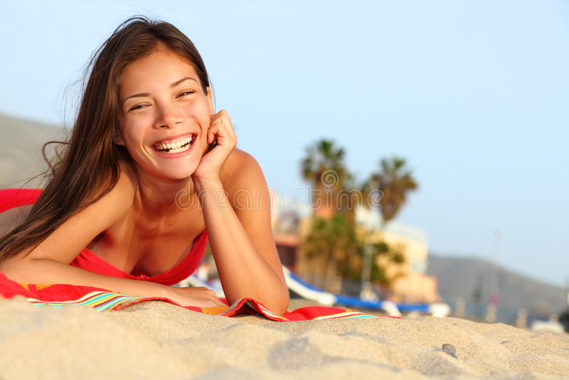 Glückliches Strandmädchen stockbilder