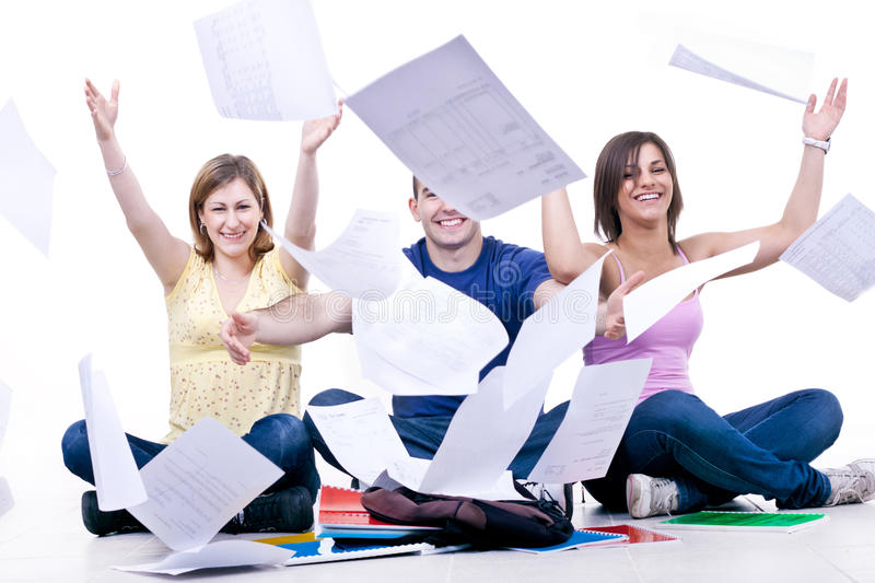 Glückliches studentsâ Ende der Schule stockfotos