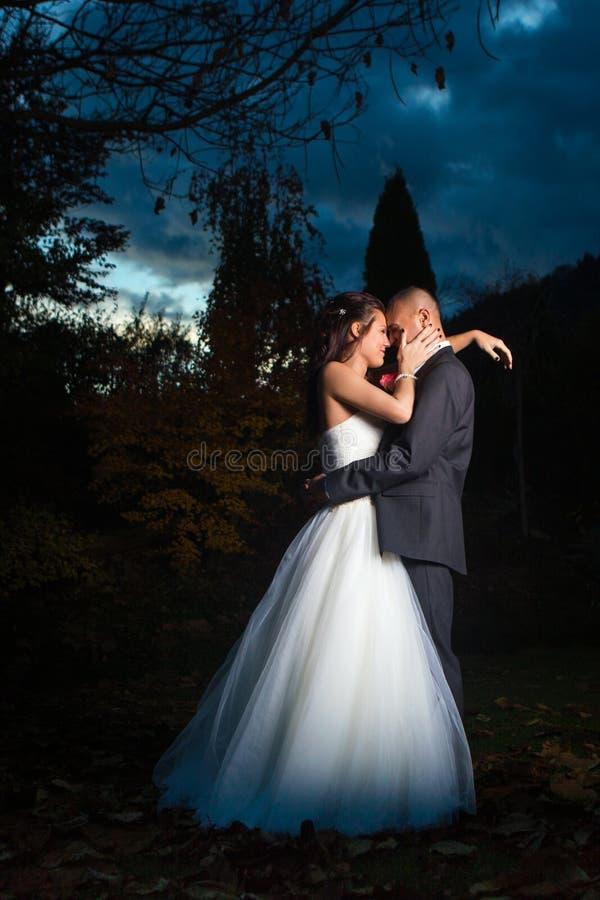 Glückliches verheiratetes Paar lizenzfreie stockbilder