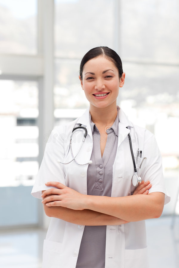 Glückliches weibliches Doktorlächeln stockbild