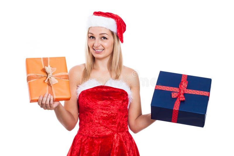 Glückliches Weihnachtsfrau mit Geschenken stockbilder