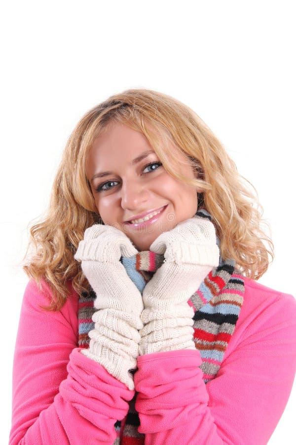 Glückmädchen in der warmen Kleidung lizenzfreies stockfoto
