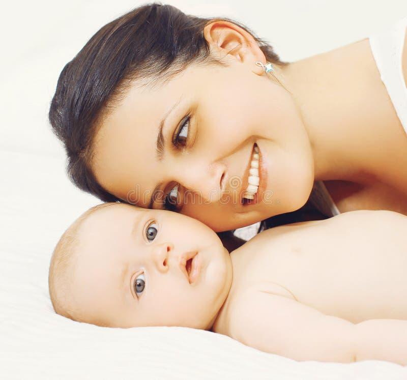 Glückmutter! Gesichtsmutter und -baby lizenzfreies stockfoto