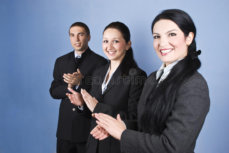 Glückwünsche! Geschäftsteamklatschen stockfotografie