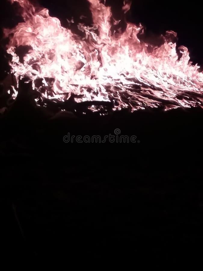 glühende Flammen stockfotos