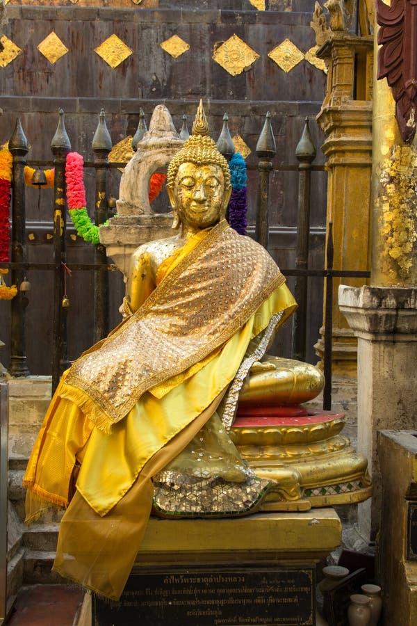 Glühender goldener Buddha an Wat-pratartlumpangluang, Lumpang Thailan lizenzfreies stockbild