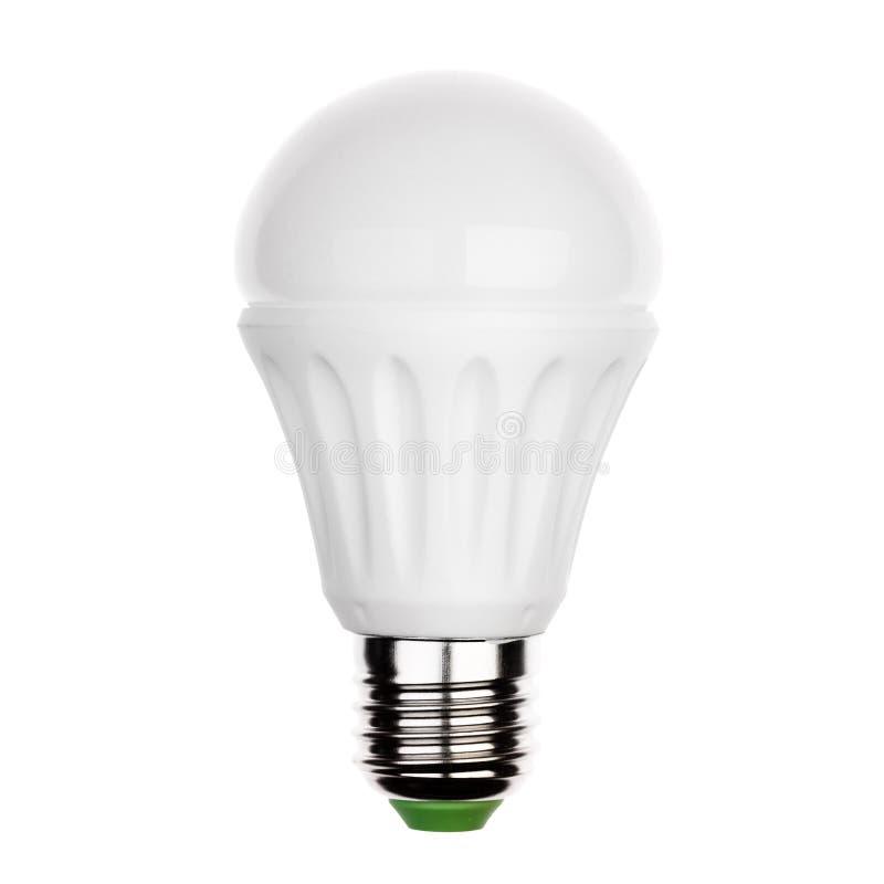 Glühlampe LED mit dem keramischen Sockel e27 lokalisiert auf Weiß lizenzfreie stockbilder