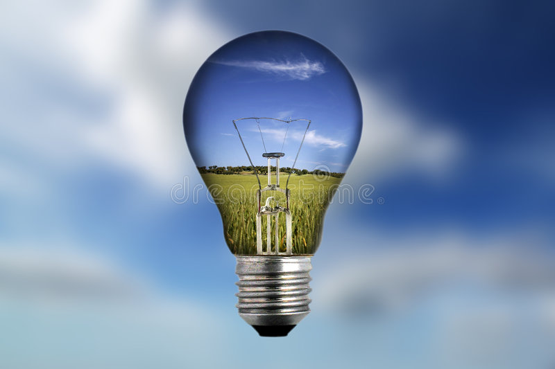Glühlampe mit Landschaft nach innen lizenzfreie stockfotografie
