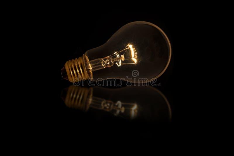 Glühlampe mit schwacher Beleuchtung, ohne verdrahtet lizenzfreies stockbild